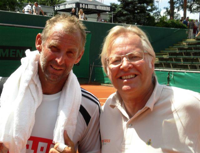 Ein beeindruckendes Comeback feierte der ehemalige Weltrangliste-Erste Thomas Muster (44) , wo er am Valznerweiher für den Tennis- Bundesligisten 1.FC Nürnberg aufschlug.