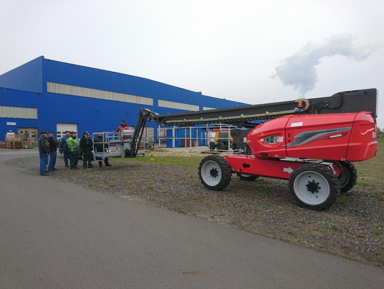 Arbeitsbühnen & Gabelstapler - Spezialtransporte: Wir liefern in jedem Fall.