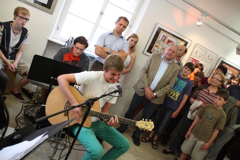 Lukas Hertzsch 10. Kl.; Gesang, Gitarre