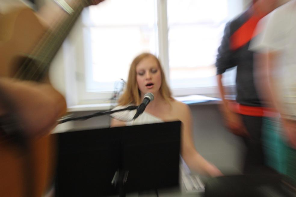 Lea Kamper, 11. Kl., Gesang und Piano