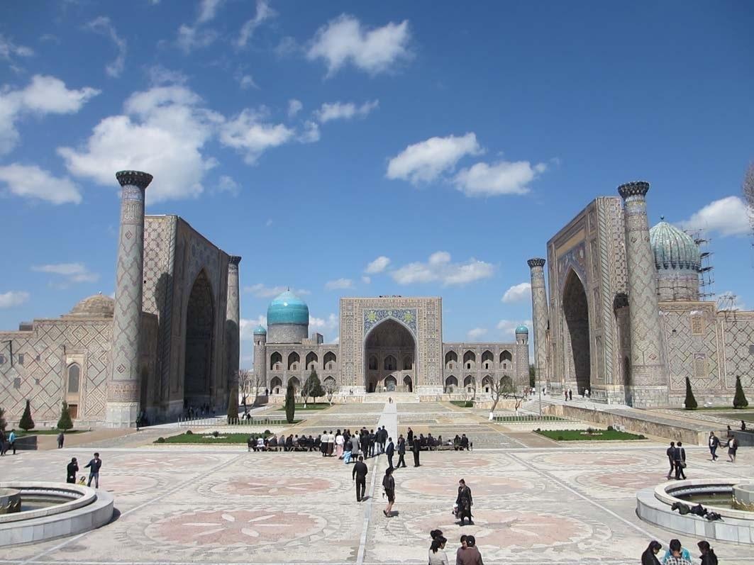 Der Registanplatz in Samarkand mit den Koranschulen (Medresen)