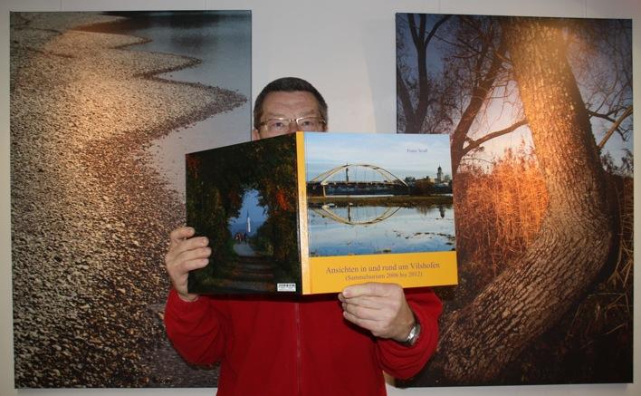 """Franz Seidls Fotobuch """"Ansichten in und rund um Vilshofen"""" mit rund 350 Bildern auf 82 Seiten wird in der Ausstellung aufliegen."""