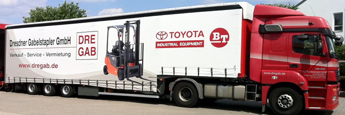 Logistik mit unserem firmeneigenen 40t Spezialtieflader