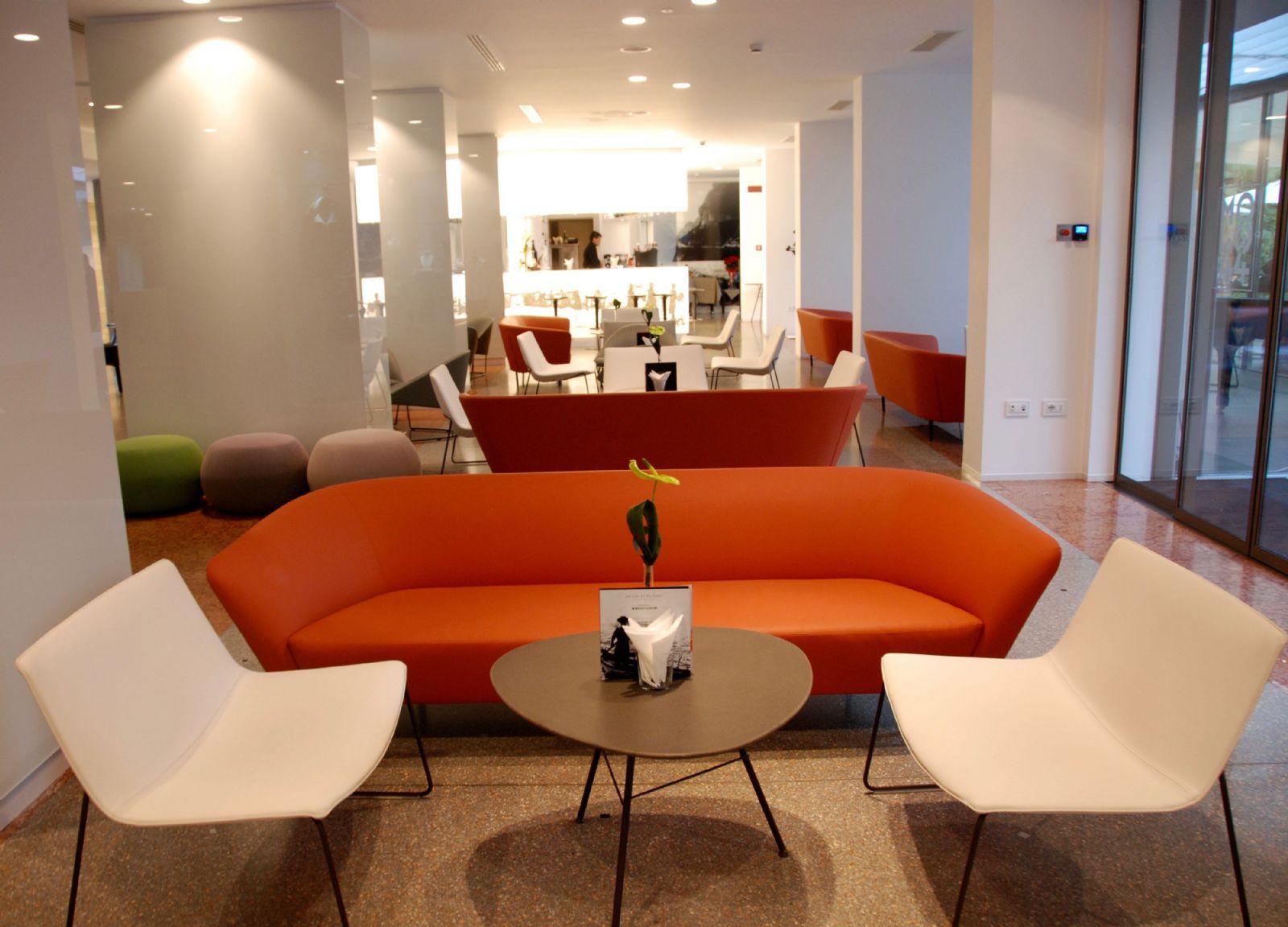 Das Molo44 Besticht Mit Einem Modernen Design Im Innenbereich Und Auf Der  Terrasse, Einer Hervorragenden Küche Und Begnadeten Bartendern.